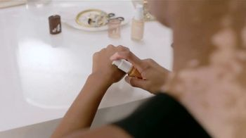 CoverGirl truBLEND TV Spot, '¿Por qué tratar de armonizar?' [Spanish] - Thumbnail 3