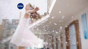 Nivea Oil Infused Lotion TV Spot, 'Indulging Scents'