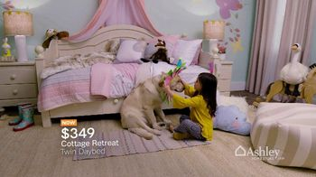 Ashley HomeStore Spring into Style Sale TV Spot, 'Bring Home the Savings' - Thumbnail 3