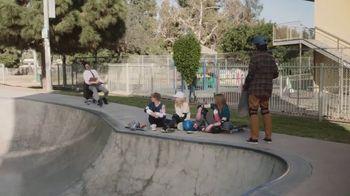 Little Caesars $4 Lunch Combo TV Spot, 'Parque de patinaje' [Spanish] - Thumbnail 2