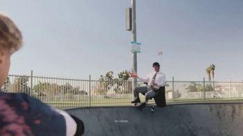 Little Caesars $4 Lunch Combo TV Spot, 'Parque de patinaje' [Spanish] - Thumbnail 6