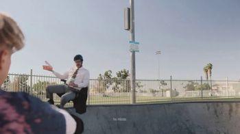 Little Caesars $4 Lunch Combo TV Spot, 'Parque de patinaje' [Spanish] - Thumbnail 7