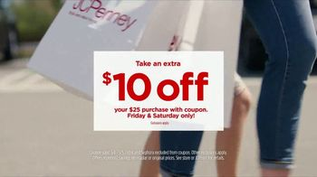JCPenney Black Friday's Back TV Spot, 'Fitbit Trackers' - Thumbnail 5