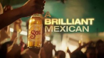 Cerveza Sol TV Spot, 'Inspired by the Sun' Song by Amandititita - Thumbnail 4
