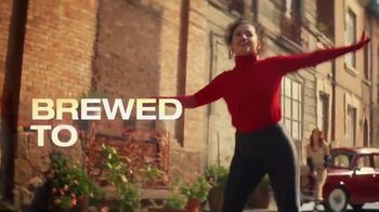 Cerveza Sol TV Spot, 'Inspired by the Sun' Song by Amandititita - Thumbnail 6