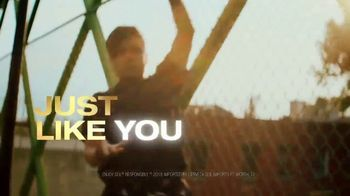 Cerveza Sol TV Spot, 'Inspired by the Sun' Song by Amandititita - Thumbnail 8