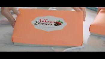 Shari's Berries TV Spot, 'Mothers' Day Parrot' - Thumbnail 2