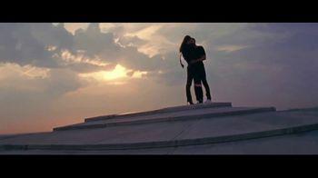 Yves Saint Laurent Beauty Mon Paris TV Spot, 'Sígueme' [Spanish] - Thumbnail 6