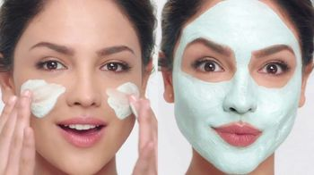 Neutrogena Deep Clean Purifying Clay Cleanser & Mask TV Spot, 'Toxins' Featuring Eiza González - Thumbnail 7