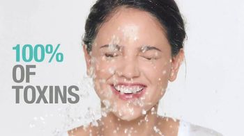 Neutrogena Deep Clean Purifying Clay Cleanser & Mask TV Spot, 'Toxins' Featuring Eiza González - Thumbnail 9