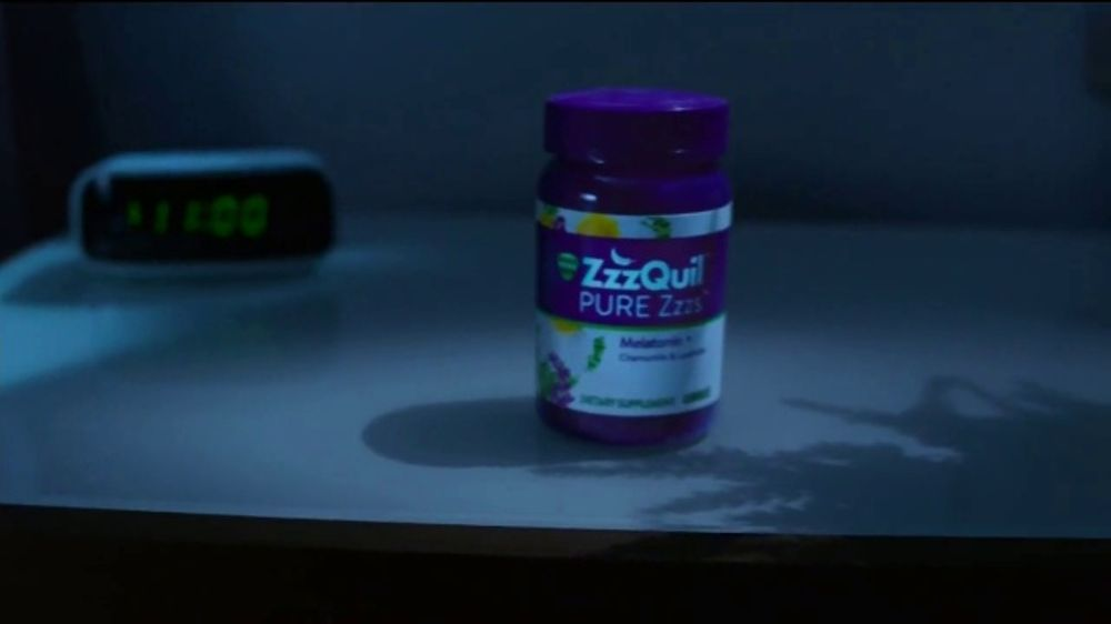 Vicks ZzzQuil PURE Zzzs Melatonin Gummies TV Commercial, 'Natural Sleep Cycle'
