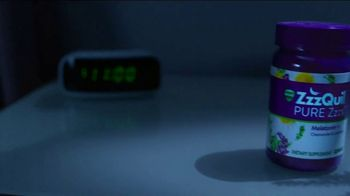 Vicks ZzzQuil PURE Zzzs Melatonin Gummies TV Spot, 'Natural Sleep Cycle' - Thumbnail 2