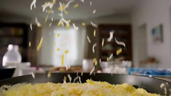 Kraft Expertly Paired Cheddar & Swiss Cheese TV Spot, 'Ordinary Eggs?' - Thumbnail 5