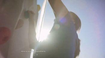 Cortizone 10 Intensive Healing Formula TV Spot, 'Escalar' [Spanish] - Thumbnail 5