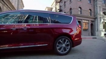 2017 Chrysler Pacifica TV Spot, 'Long Island Marathon Sponsor' [T2] - Thumbnail 1