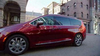 2017 Chrysler Pacifica TV Spot, 'Long Island Marathon Sponsor' [T2] - Thumbnail 2