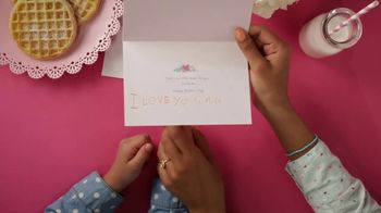 Hallmark Signature Cards TV Spot, 'Every Mom Has a Signature' Song by Meghan Trainor - Thumbnail 5