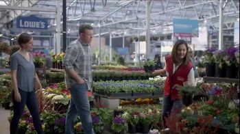 Lowe's Refresh Your Outdoors Event TV Spot, 'The Moment: Annuals' - Thumbnail 5