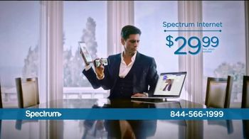 Spectrum Internet and Voice TV Spot, 'Stay Connected' Featuring John Stamos - Thumbnail 5