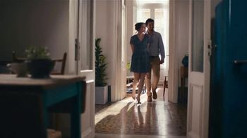 Glade Cashmere Woods Candle TV Spot, 'Courage' - Thumbnail 6