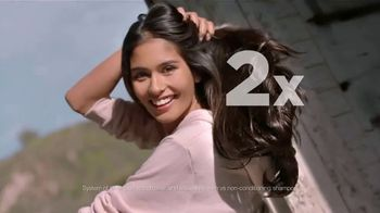 Garnier Fructis Sleek & Shine TV Spot, 'Super Sleek Hair' Song by ZZ Top - Thumbnail 4