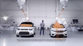 2017 Kia Soul TV Spot, 'Jelly Beans: Interior Room' [T1] - Thumbnail 6