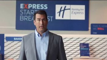 Holiday Inn Express TV Spot, 'Your Personal Pep Rally' Feat. Rob Riggle - Thumbnail 4