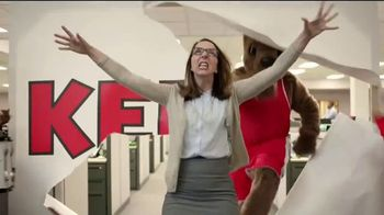 Holiday Inn Express TV Spot, 'Your Personal Pep Rally' Feat. Rob Riggle - Thumbnail 8