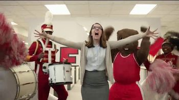 Holiday Inn Express TV Spot, 'Your Personal Pep Rally' Feat. Rob Riggle - Thumbnail 9