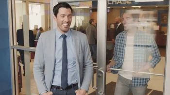 Chase TV Spot, 'Meet Your Robin' Featuring Drew Scott, Jonathan Scott - Thumbnail 10