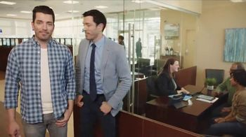 Chase TV Spot, 'Meet Your Robin' Featuring Drew Scott, Jonathan Scott - Thumbnail 9