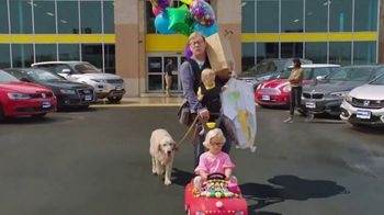 CarMax TV Spot, 'Quality Time With the Kids' Featuring Andy Daly - Thumbnail 4