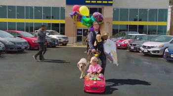 CarMax TV Spot, 'Quality Time With the Kids' Featuring Andy Daly - Thumbnail 5