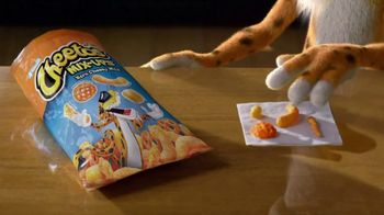 Cheetos Mix-Ups Xtra Cheezy Mix TV Spot, 'Mix Things Up' - Thumbnail 4