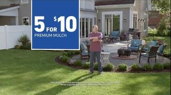 Lowe's TV Spot, 'Backyard Moment: Mulch' - Thumbnail 9