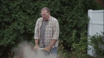Lowe's TV Spot, 'Backyard Moment: Mulch' - Thumbnail 3