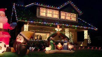 The Home Depot Black Friday Savings TV Spot, 'Árboles de Navidad' [Spanish] - Thumbnail 9
