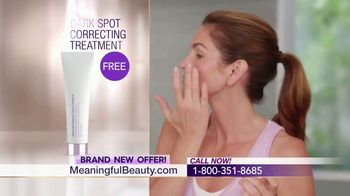 Meaningful Beauty Ultra TV Spot, 'Confidence' Featuring Cindy Crawford - Thumbnail 9