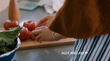 Alex and Ani Meditating Eye TV Spot, '#SymbolRightNow: Gratitude' - Thumbnail 3