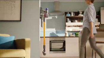 Dyson V8 TV Spot, 'Powerful Suction'