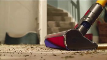 Dyson V8 TV Spot, 'Powerful Suction' - Thumbnail 5
