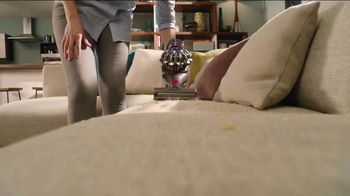 Dyson V8 TV Spot, 'Powerful Suction' - Thumbnail 6