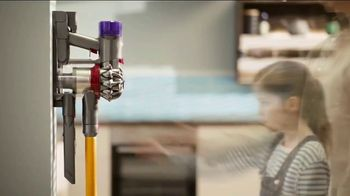 Dyson V8 TV Spot, 'Powerful Suction' - Thumbnail 8