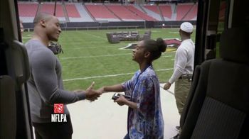 USAA TV Spot, 'Salute to Service: Thanksgiving Dinner' Ft. Larry Fitzgerald - Thumbnail 4
