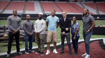 USAA TV Spot, 'Salute to Service: Thanksgiving Dinner' Ft. Larry Fitzgerald - Thumbnail 8