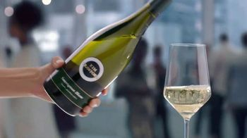 Kim Crawford Sauvignon Blanc TV Spot, 'Elevate the Moment' - Thumbnail 4