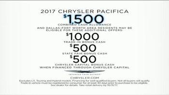 2017 Chrysler Pacifica TV Spot, 'Envy: Neighbors' [T2] - Thumbnail 9