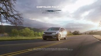2017 Chrysler Pacifica TV Spot, 'Discover' [T2] - Thumbnail 1