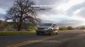 2017 Chrysler Pacifica TV Spot, 'Discover' [T2] - Thumbnail 2