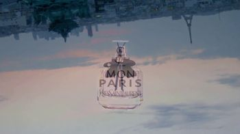 Yves Saint Laurent Beauty Mon Paris TV Spot, 'Amor' [Spanish] - Thumbnail 9